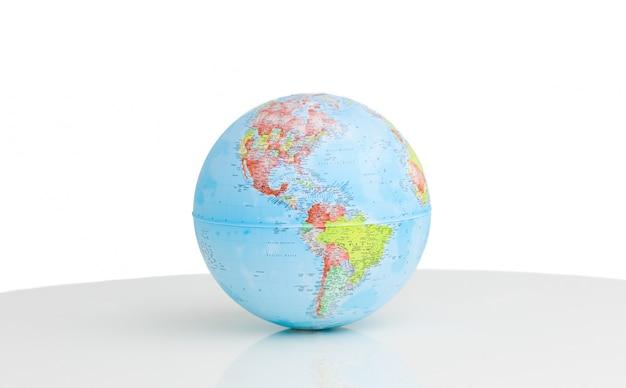Primo piano di un globo terrestre