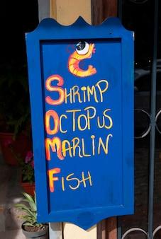 Primo piano di un'insegna come negozio di frutti di mare, sayulita, nayarit, messico
