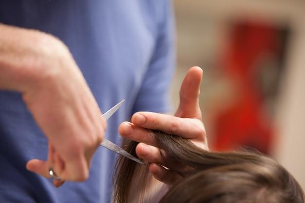 Primo piano di un taglio di capelli maschile