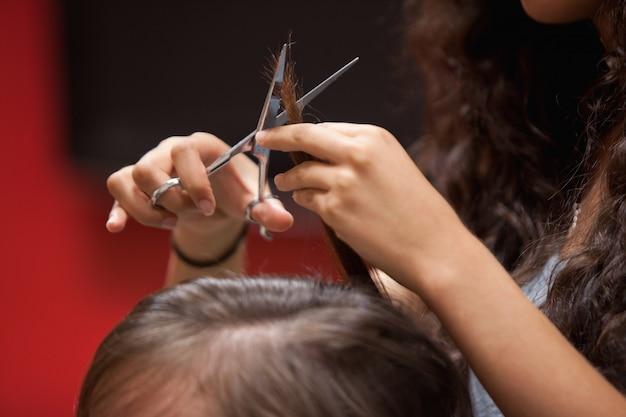 Primo piano di un taglio di capelli