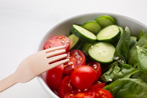 Primo piano di una ciotola di insalata