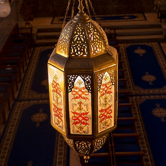 Primo piano di una lanterna a lezama synagogue, mellah, medina, marrakesh, marocco