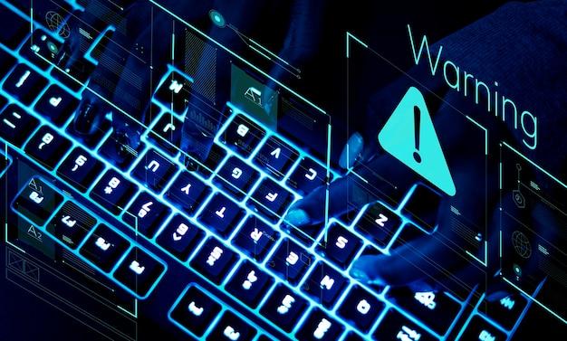 Primo piano di una tastiera in luce ultravioletta