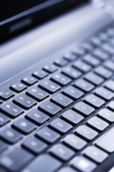 Primo piano di una tastiera