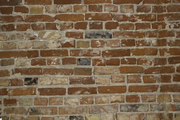 Primo piano di uno sfondo di muro di pietra rossa