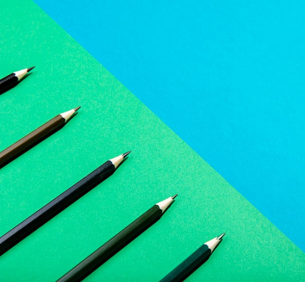 Primo piano marrone sfumato delle matite dell'ombra