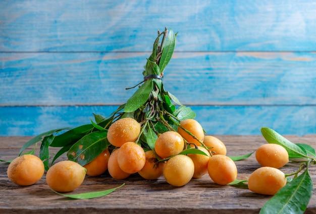 Primo piano mayongchid maprang marian plum o plum mango