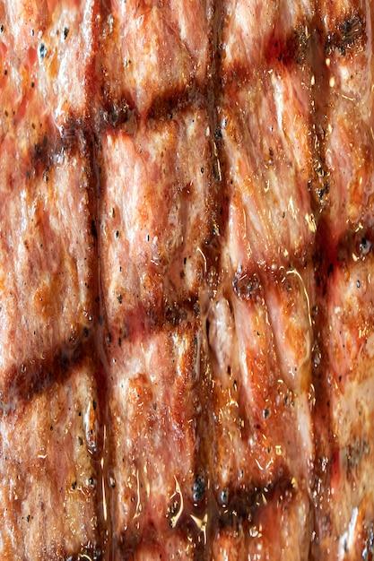 Primo piano su struttura della bistecca di manzo della griglia
