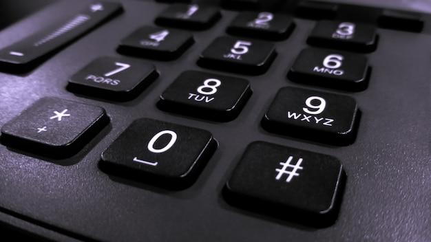 Primo piano sui numeri sul telefono della tastiera, telefono fisso