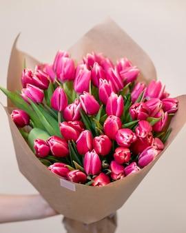 Primo piano sul bouquet di fiori rosa tulipano