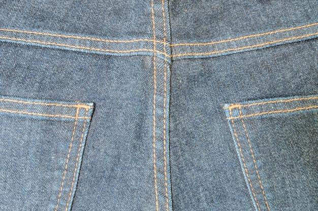 Primo piano sul lato posteriore della priorità bassa dei pantaloni del jean