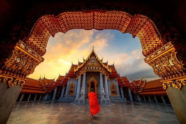 Primo piano sul tempio in marmo di bangkok