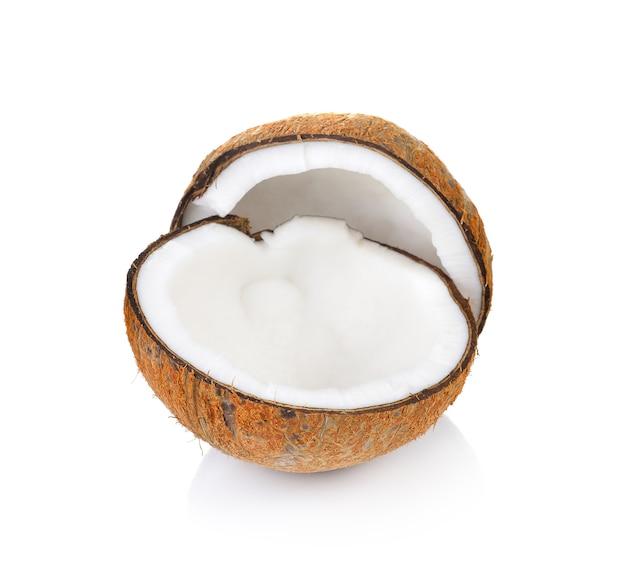 Primo piano sulla noce di cocco isolata