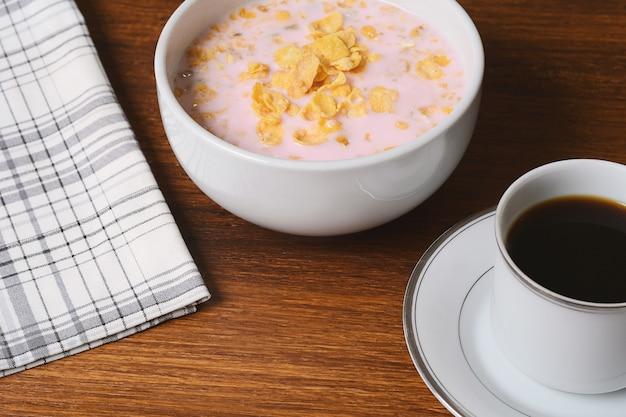 Primo piano vista della colazione continentale