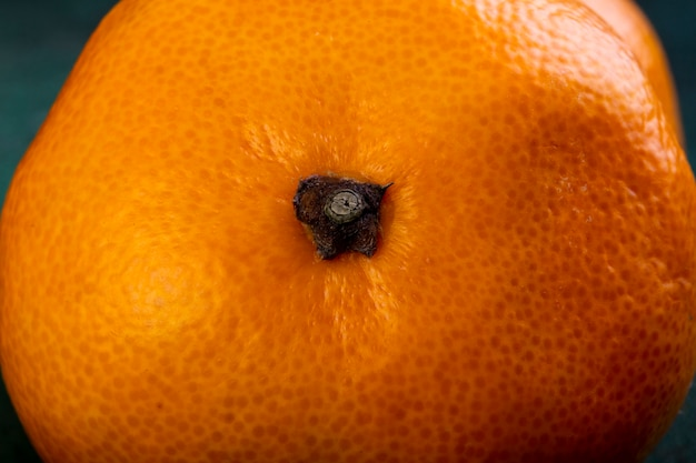 Primo piano vista frontale sfondo mandarino