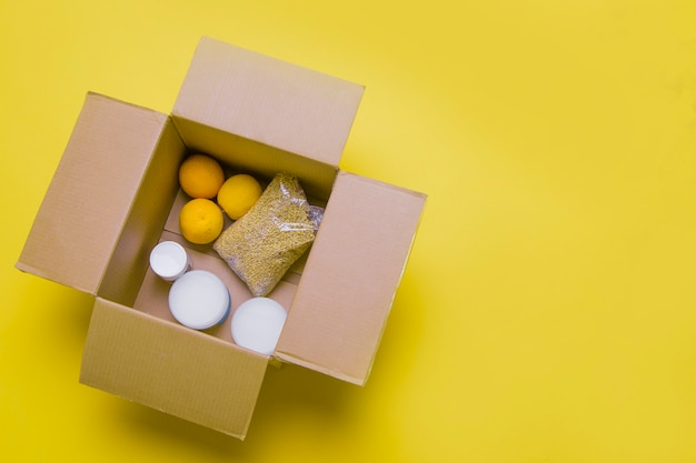 Principali prodotti per l'autoisolamento in una scatola. assistenza alla popolazione