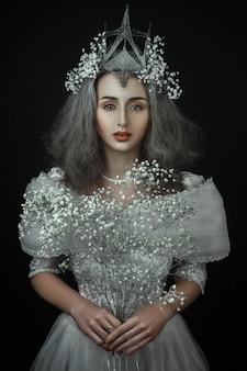 Principessa con fiori bianchi