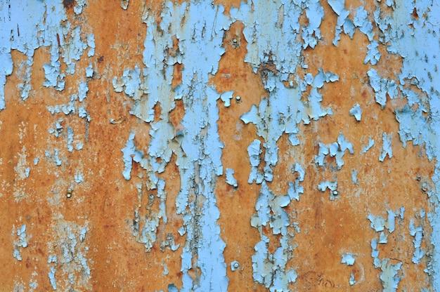 Priorità bassa da vecchio metallo coperto di ruggine e vecchia vernice.