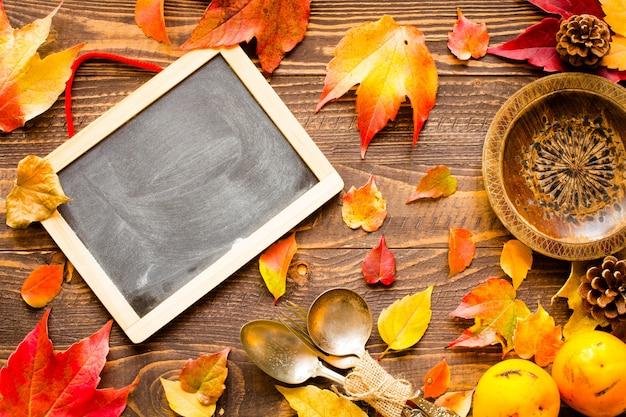 Priorità bassa dei fogli di autunno di giorno di ringraziamento
