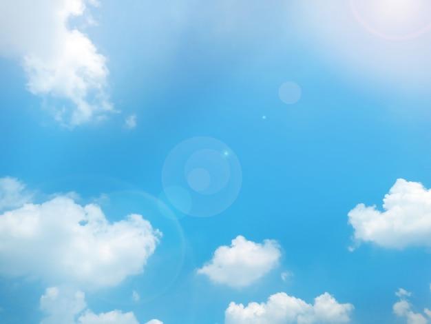 Priorità bassa del cielo blu con nuvole.