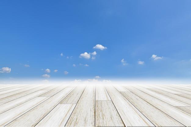 Priorità bassa del cielo con pavimento in legno