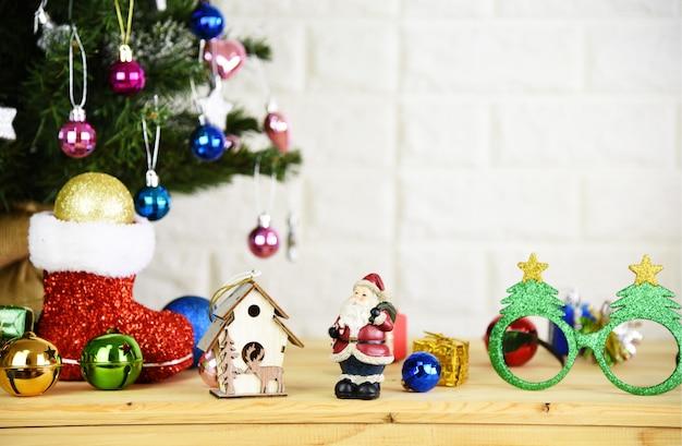 Priorità bassa dell'albero di natale e felice anno nuovo