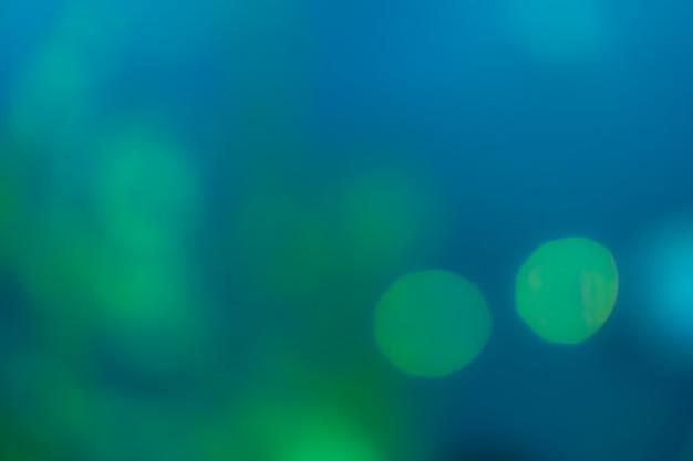 Priorità bassa dell'estratto del bokeh della sfuocatura di verde e blu