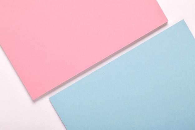 Priorità bassa di minimalismo di struttura di carta colorata pastello. fogli di carta rosa e blu.