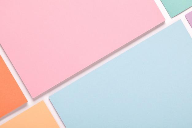 Priorità bassa di minimalismo di struttura di carta colorata pastello. forme e linee geometriche minimali