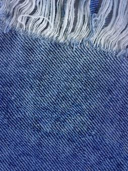 Priorità bassa di struttura del tralicco del denim blu. jeans strappati trama del tessuto
