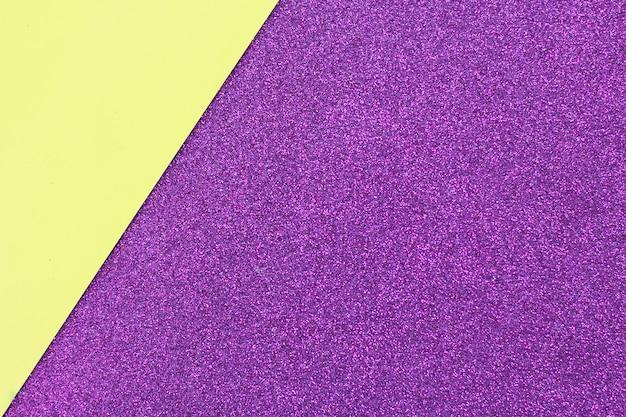 Priorità bassa e struttura astratte della carta gialla e viola del gliter. spazio per il testo.