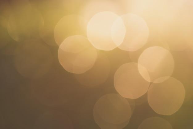 Priorità bassa verde vaga della natura con luce naturale con lo spazio della copia.
