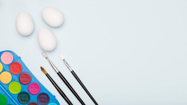 Processo delle uova della pittura di pasqua della copia-spazio