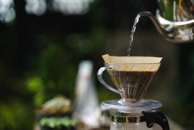 Processo di gocciolamento del caffè
