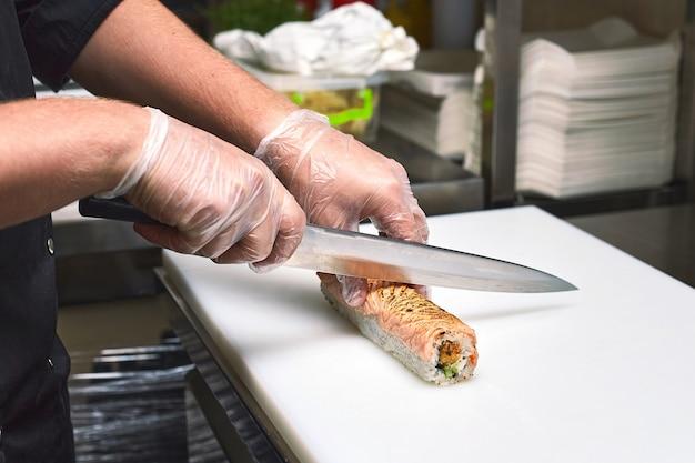 Processo di preparazione del sushi