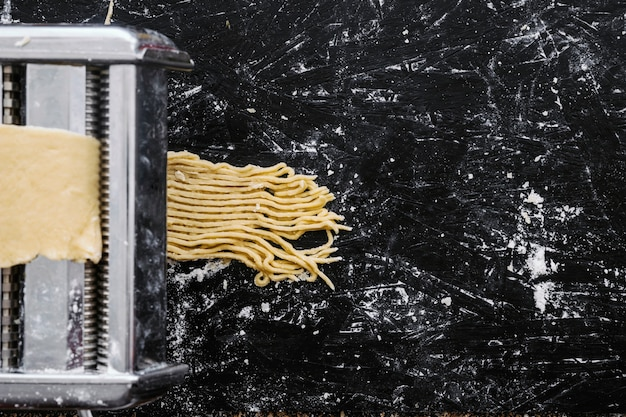 Processo di taglio della pasta