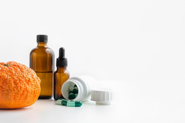 Prodotti chimici di vista frontale e spazio arancione della copia