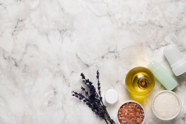 Prodotti cosmetici balsamici per la cura del corpo