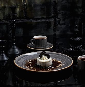 Prodotti di diario, cheesecake con biscotti oreo