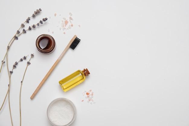 Prodotti ecologici per l'igiene dei denti, spazzolino da denti in bambù, zero sprechi