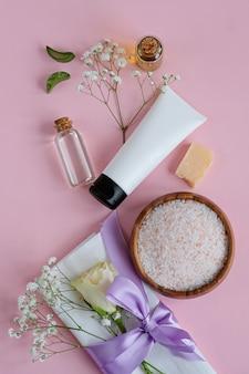 Prodotti per la cura della pelle naturale spa sul rosa