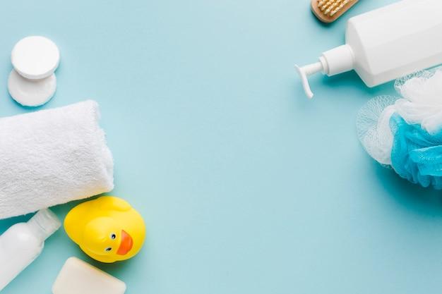 Prodotti per la pulizia del bagno con spazio di copia