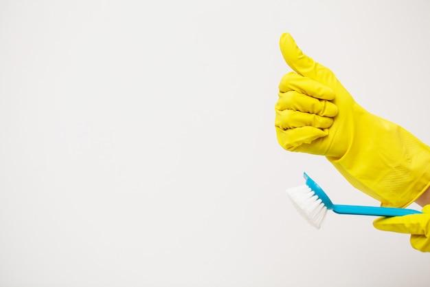 Prodotti per la pulizia professionale su superficie bianca.