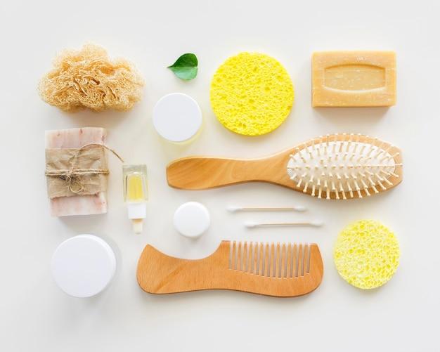 Prodotti sani e spazzole concetto di trattamento termale