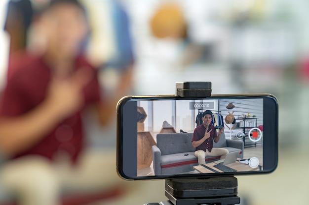 Prodotto di gioco con joystick per la revisione live di vlogger