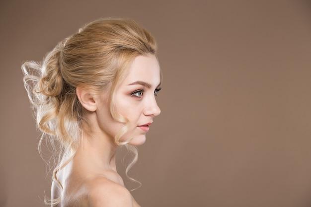 Profilo di una giovane ragazza