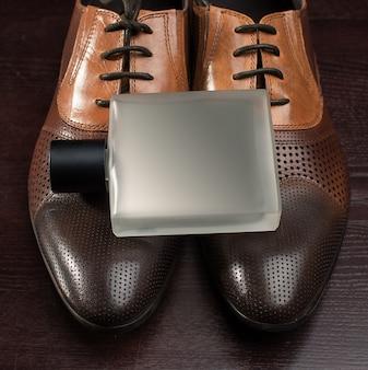 Profumo e scarpe maschili