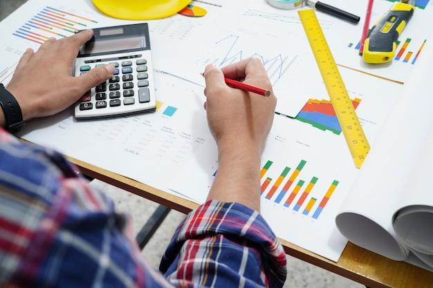 Progetto di lavoro di architetto contabilità con grafico.