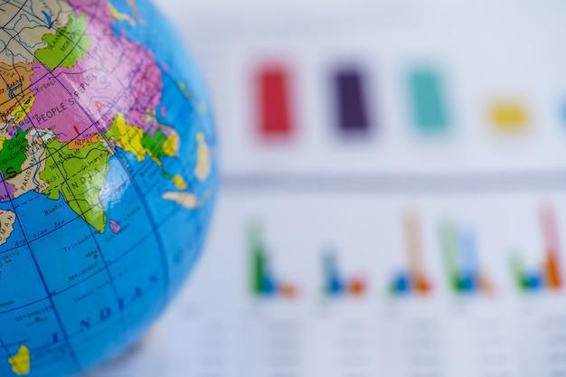 Programma di mondo del globo dell'asia sulla carta millimetrata del diagramma