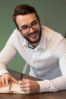 Programmi di scrittura dell'uomo di affari di smiley